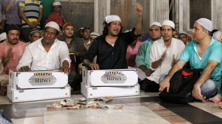 Thursday, the New Friday: Dargah inDelhi